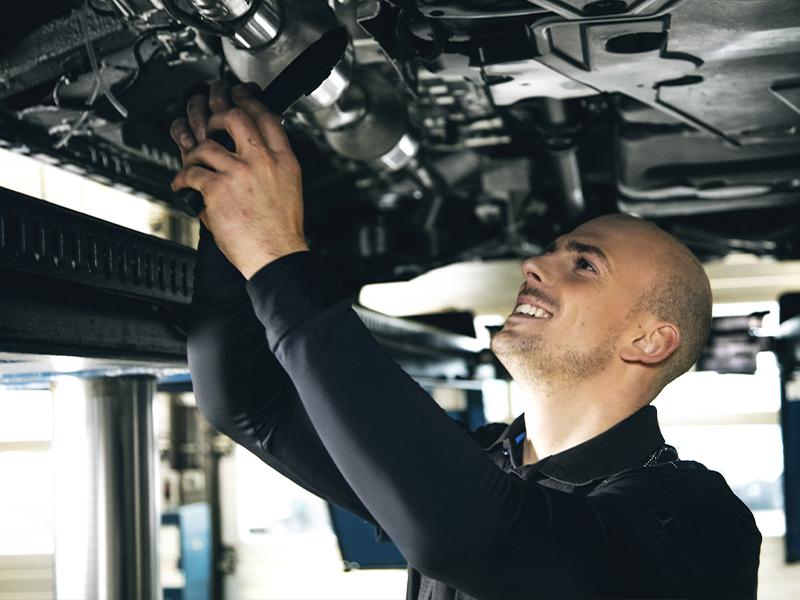 Un technicien diagnostic voitures (Alleur)