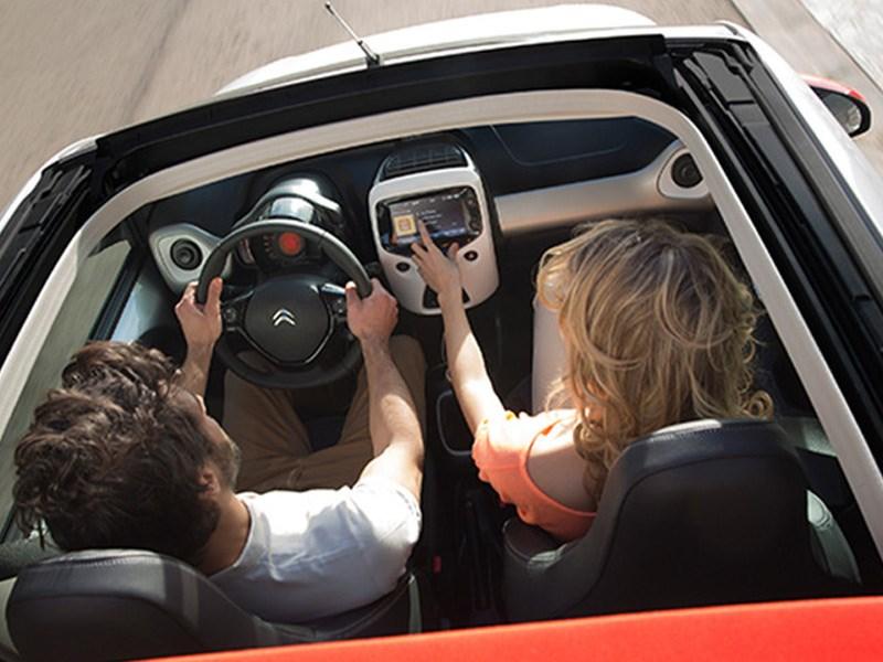Autovakantie: 10 handige items voor in de auto