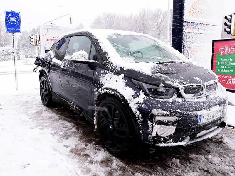 BMW ondersteunt Europees netwerk van 300 snelladers voor elektrische wagens.