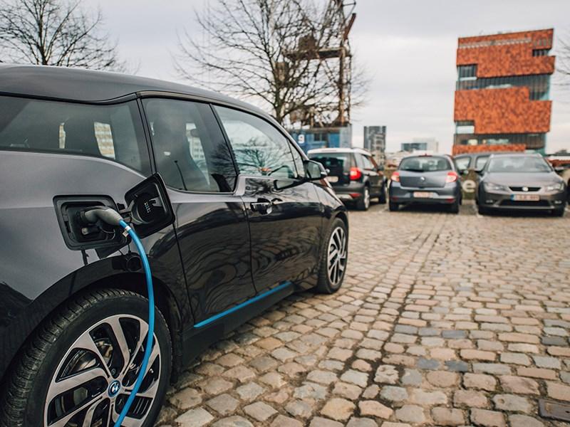 ENGIE lanceert samen met BMW het eerste deelnetwerk van laadpalen voor elektrische voertuigen in ons land: WE-EV.