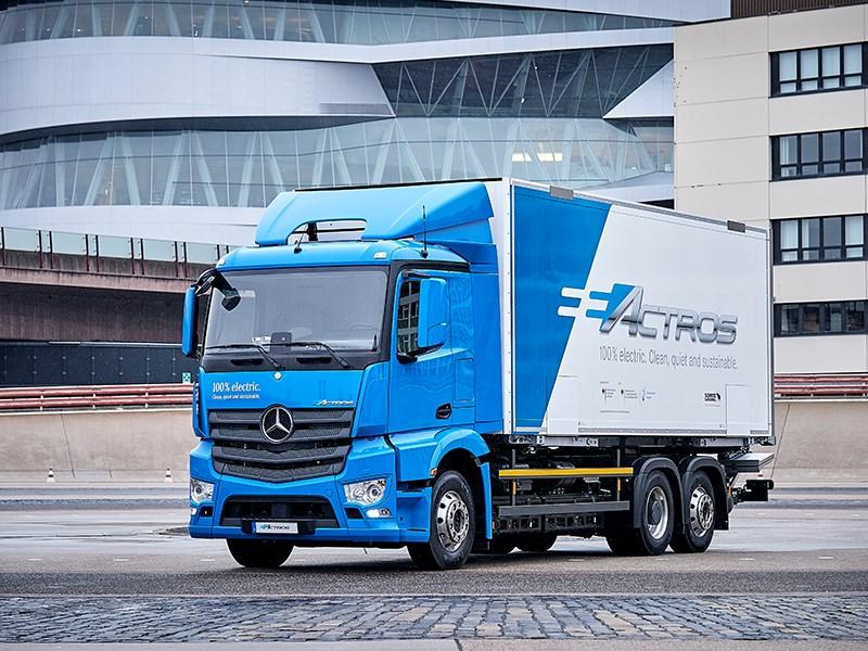 Durable, entièrement électrique et silencieux : la commercialisation de l'eActros Mercedes-Benz débutera en 2018