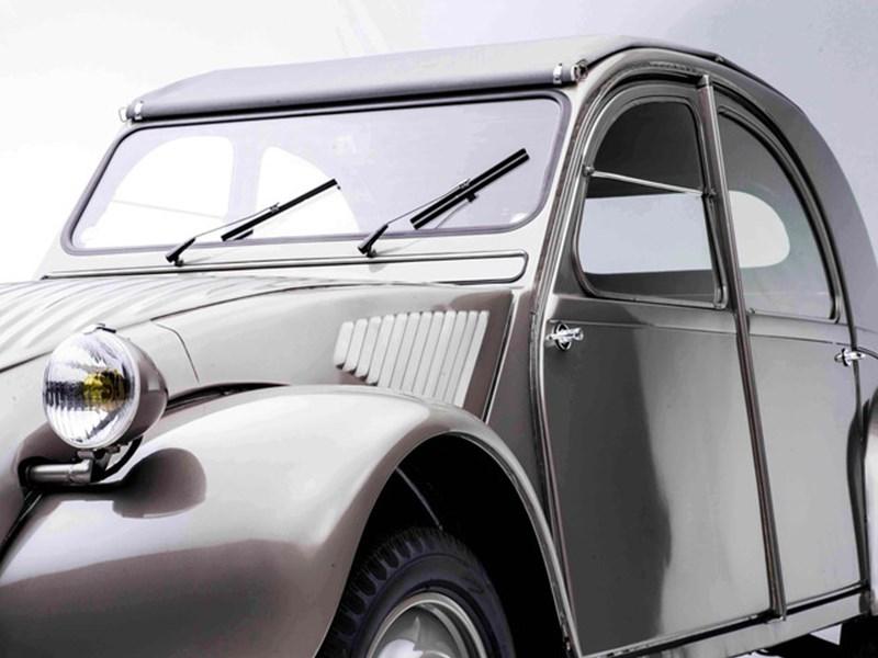 CITROËN & Autoworld vieren 70 jaar 2PK met parade en tentoonstelling