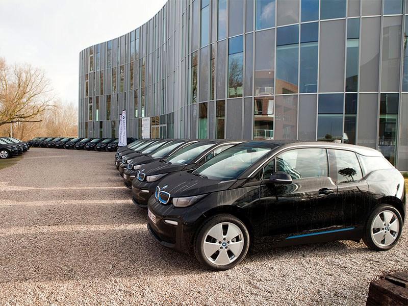 Planet Group kiest voor 50 elektrische BMW i3's bij BMW Peter Daeninck en vormt zo grootste vloot elektrische bedrijfswagens in België.