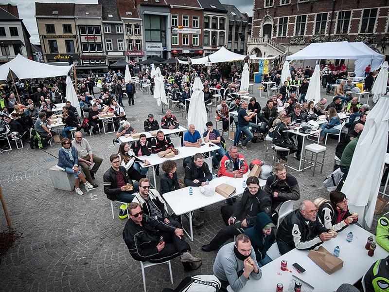 Méér dan 2000 motorfanaten verzamelden dit weekend in Geraardsbergen.