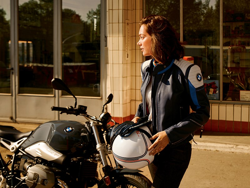 """BMW Motorrad fête les 40 ans d'équipements pour les motards avec une collection limitée """"Since 78""""."""