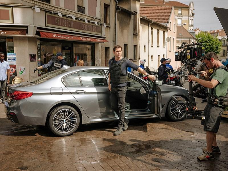 "BMW 5 Reeks Berline schittert in ""Tom Clancy's Jack Ryan""."