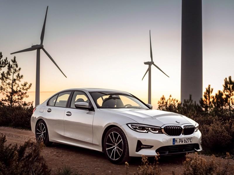 Sportiever en efficiënter dan ooit dankzij BMW eDrive-technologie: de nieuwe BMW 330e Berline.