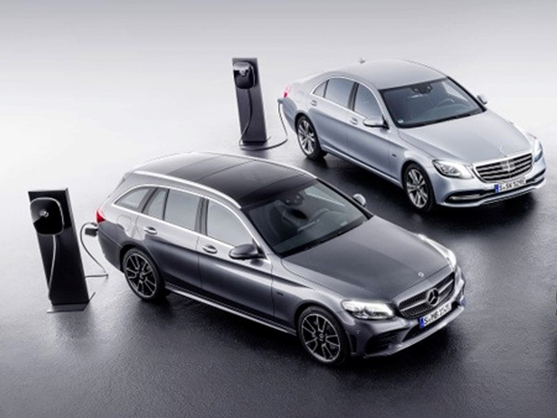 Car Avenue Mercedes-Benz E 300 de : l'hybride plug-in avec technologie diesel de pointe