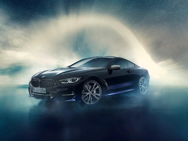 Letterlijk buitenaards: de BMW Individual M850i Night Sky.