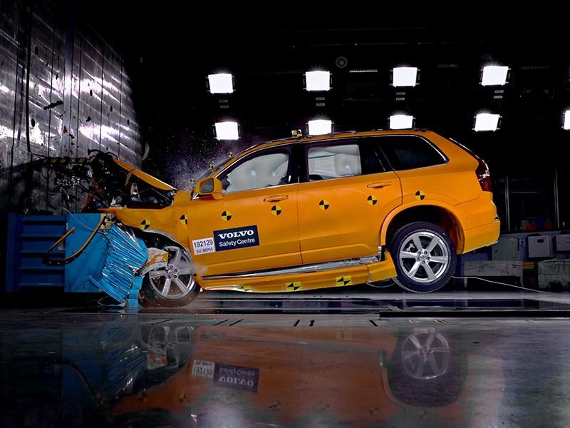 Volvo Cars deelt al 60 jaar veiligheidskennis en viert dat met een voor iedereen toegankelijk digitaal archief