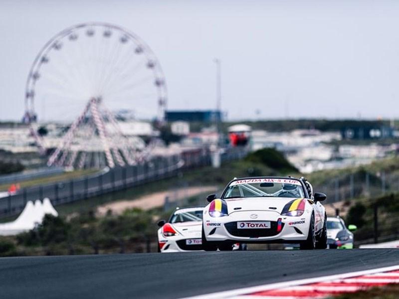 De MX-5 van Mazda Motor Belux behaalt een 9de en 16de plaats in Zandvoort
