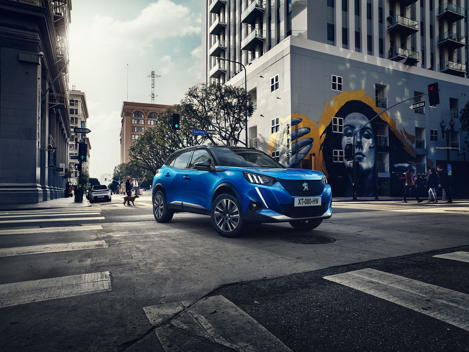 Voor iedereen die rijplezier een nieuwe dimensie wil geven, onthult PEUGEOT de nieuwe SUV 2008.