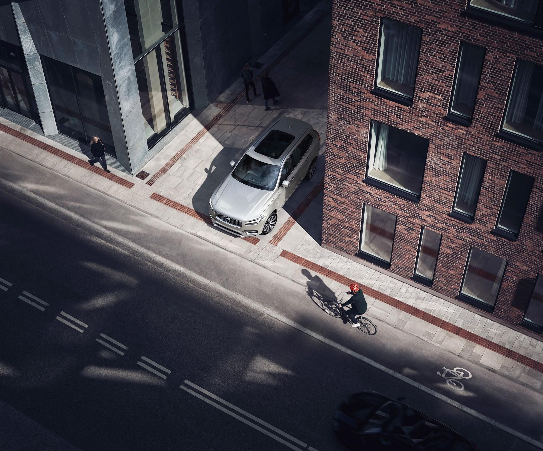 Volvo Cars en POC ontwikkelen allereerste crashtest voor fietshelmen bij een aanrijding door een auto