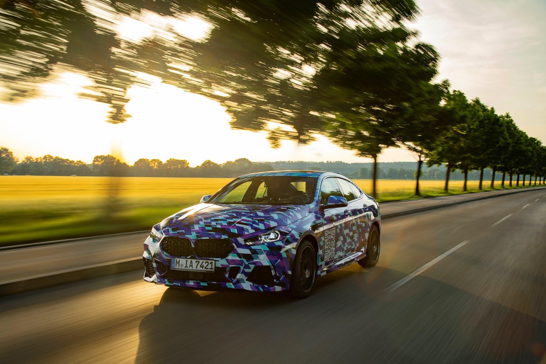 De allereerste BMW 2 Reeks Gran Coupé heeft een bijzondere camouflage voor zijn laatste testfase.