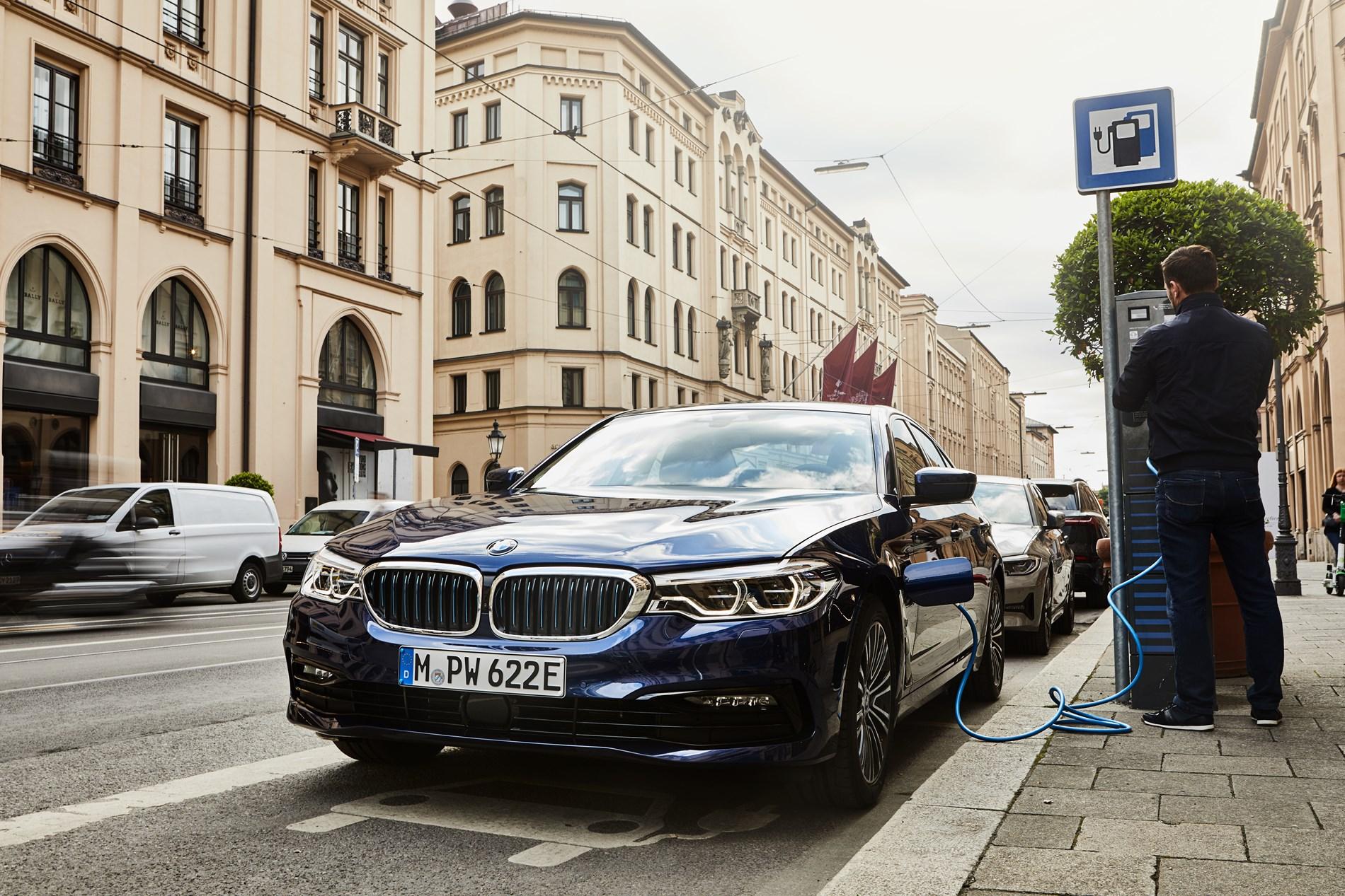 Meer variatie, meer elektrisch bereik, minder CO2: de BMW 530e Berline met de nieuwste batterijtechnologie.