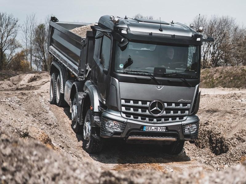Mercedes-Benz Trucks à Matexpo thumb image