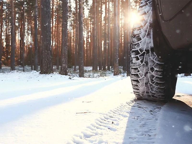 Car Avenue Un set de 4 roues hiver gratuit à l'achat d'un véhicule de stock*.