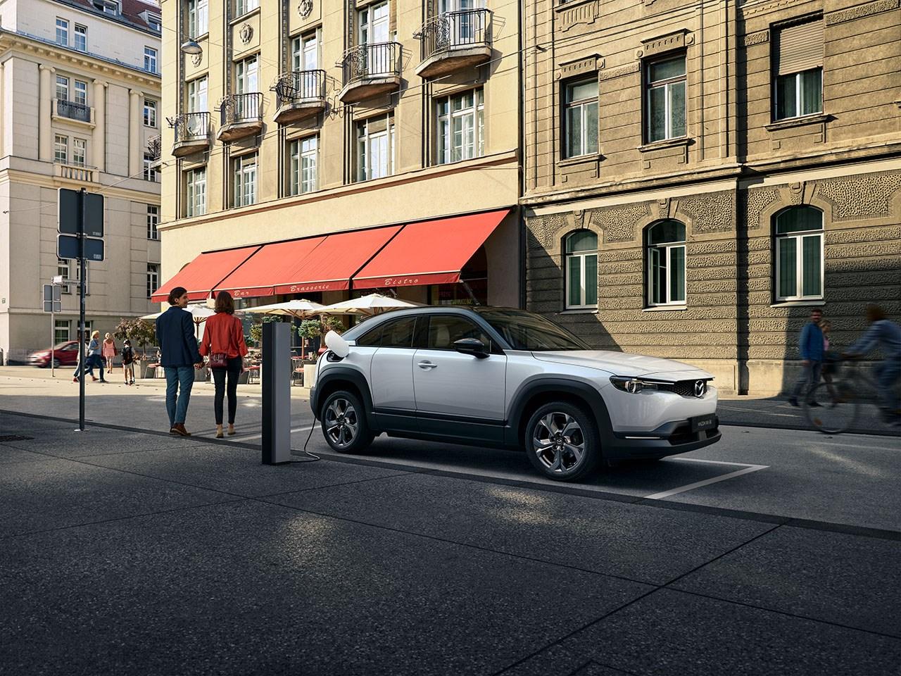 Mazda MX-3 - een elektrische auto voor het milieu en voor de bestuurder