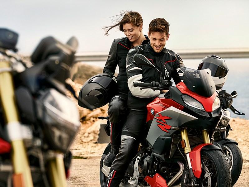 Het nieuwe XRide pak van BMW Motorrad