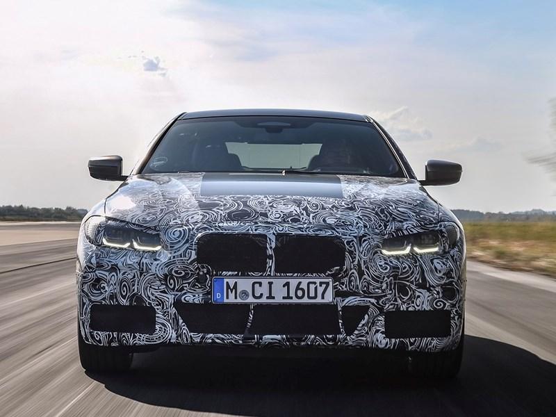 Bijna aan de finish: De nieuwe BMW 4 Reeks Coupé in zijn laatste, dynamische testfase.