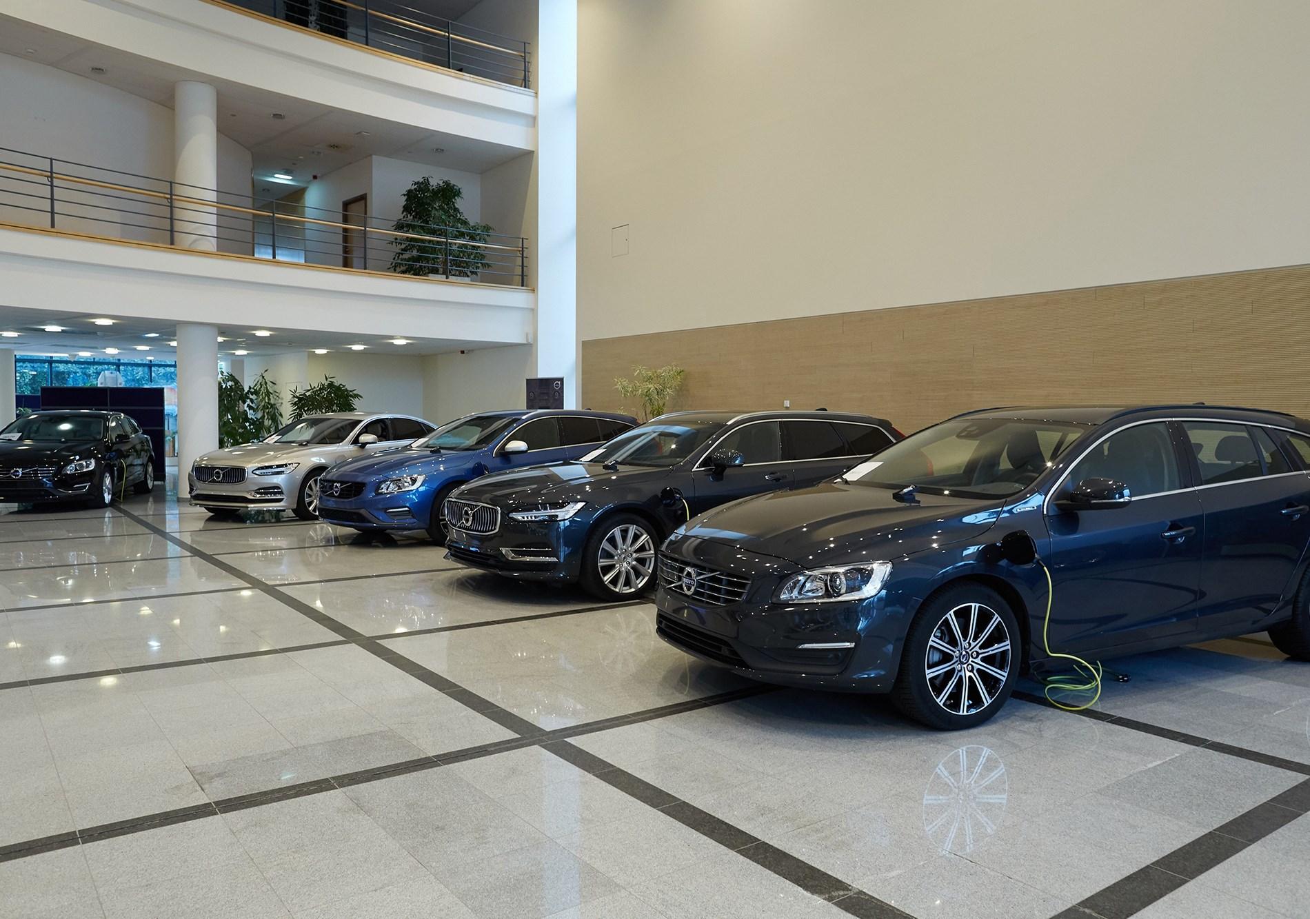 Volvo schenkt een Plug-in hybride aan elk van de 5 Hogescholen die de opleiding van Bachelor 'Autotechnologie' aanbiedt!