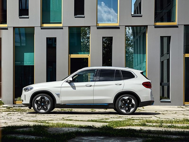 De allereerste BMW iX3