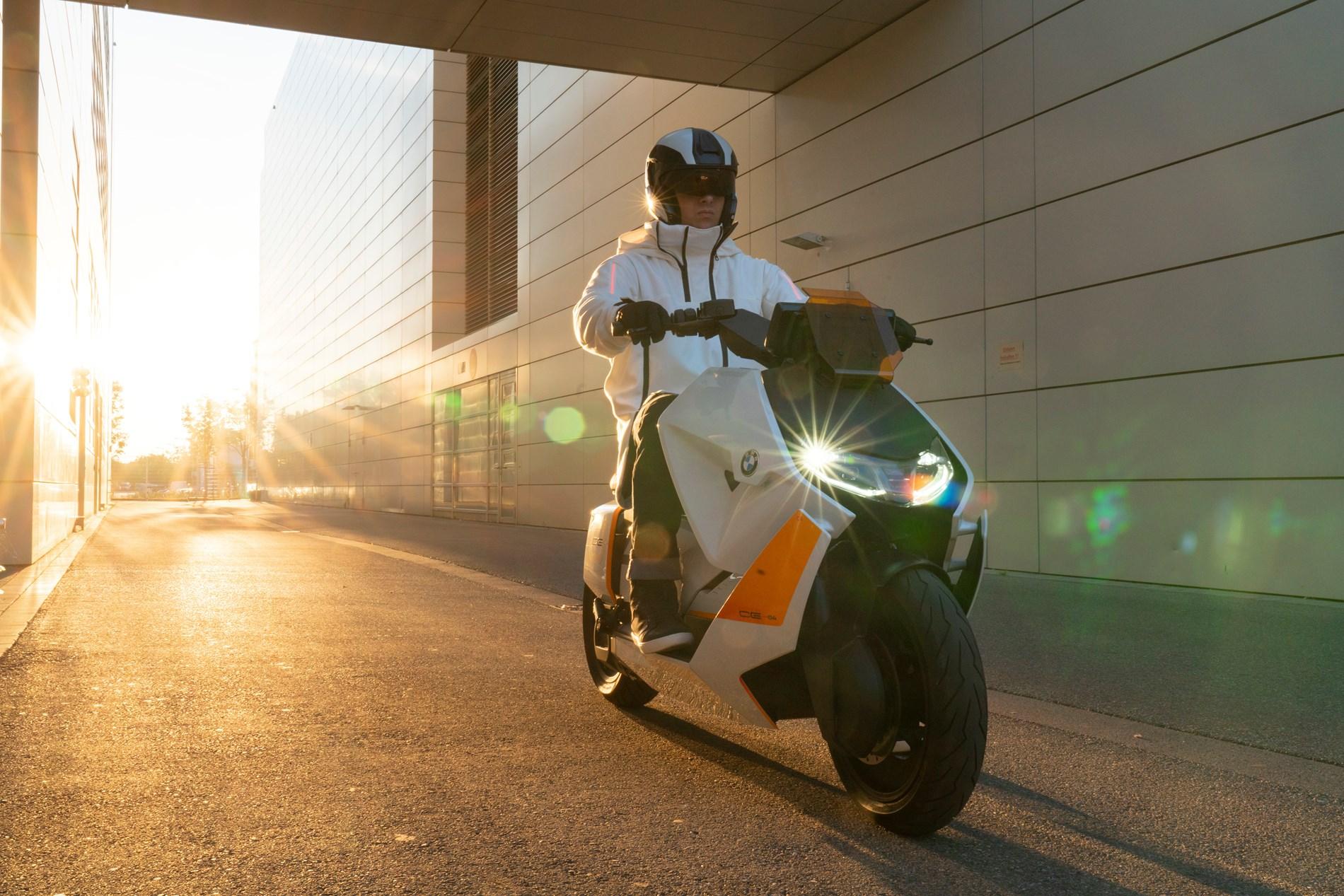 BMW Motorrad Definition CE 04. De nieuwe stijl van stedelijke mobiliteit op twee wielen.