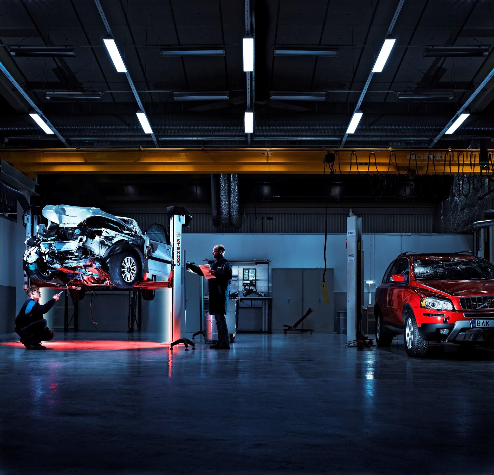 Van Houdt Een halve eeuw in dienst van veiligheid: het Traffic Accident Research Team van Volvo Cars bestaat 50 jaar