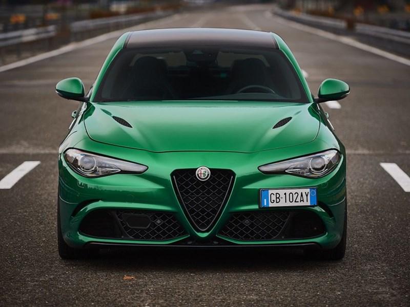De kleuren van Alfa Romeo : de kunst om traditie en communicatie te koppelen.