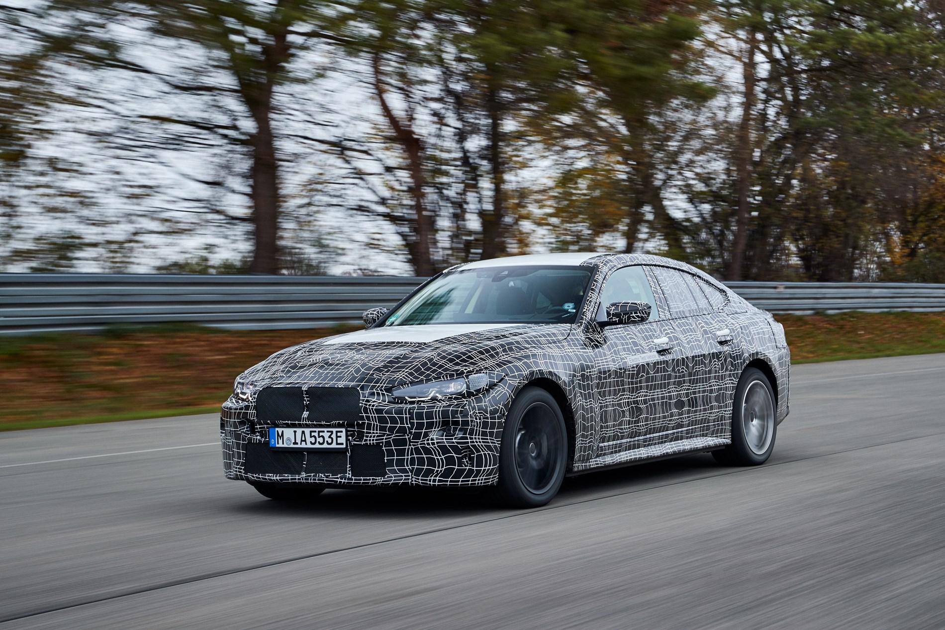 Volledig elektrische BMW i4 in laatste fase van dynamische rijtests
