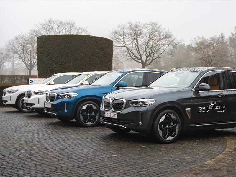 BMW lanceert Tournée Electrique: 4 winnaars nemen 100% elektrische BMW iX3 in ontvangst.