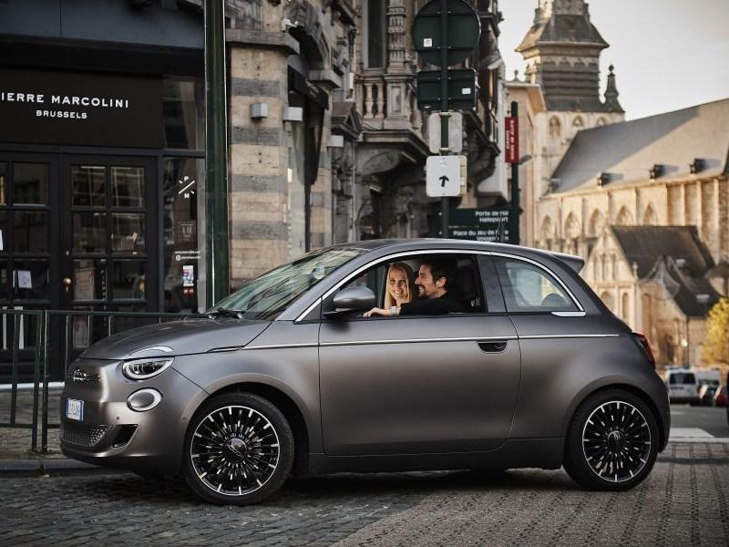 De Fiat New 500, 100% elektrisch, eert de liefde voor de auto in België
