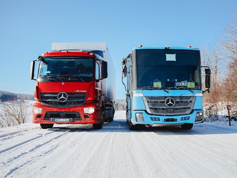 Wintertest met vrachtwagens van Mercedes-Benz trucks: eActros en eEconic nemen het op tegen Koning Winter