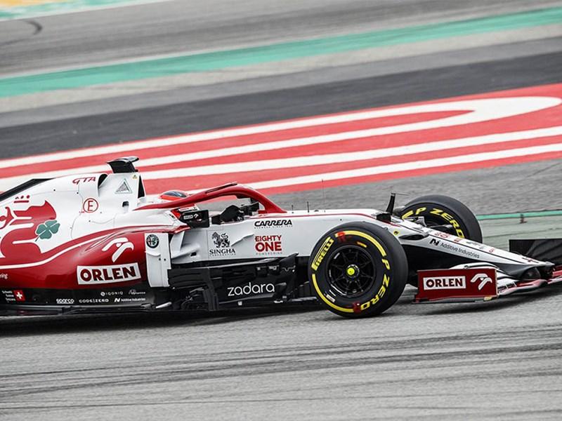 De Alfa Romeo Racing ORLEN C41 maakt zijn eerste kilometers op de circuit tijdens de shakedown in Barcelona