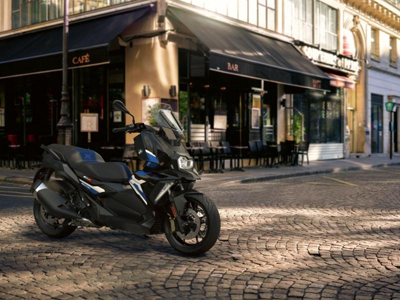 BMW Motorrad stelt de nieuwe BMW C 400 X en C 400 GT voor.