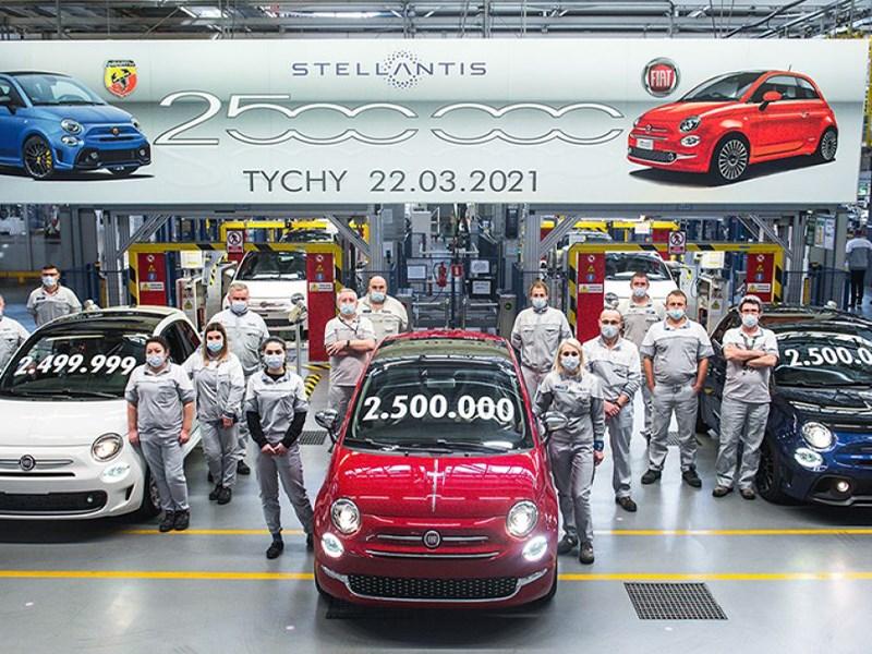 De Stellantis-fabriek in Tychy, in Polen, viert een mijlpaal : de productie van 2,5 miljoen Fiat 500