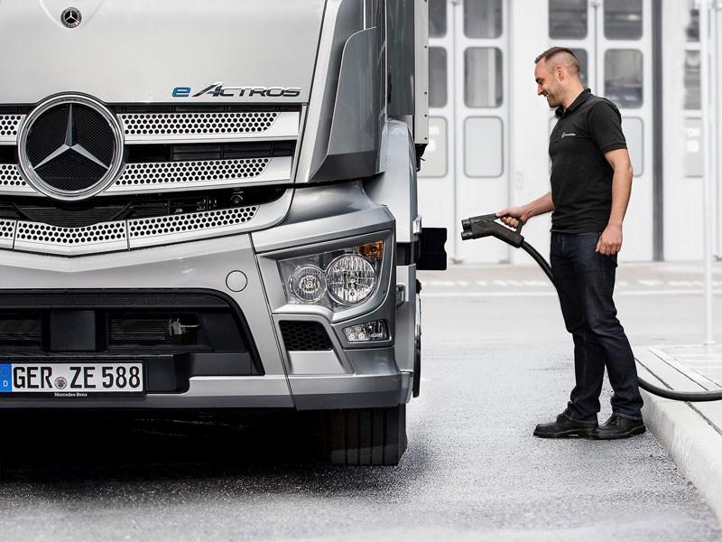 Mercedes-Benz Trucks gaat strategisch partnerschap voor laadinfrastructuur aan
