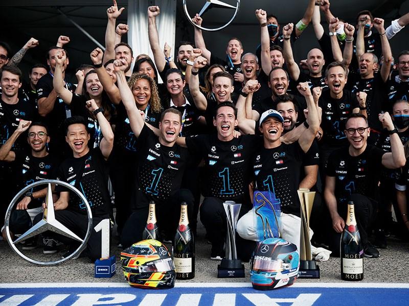 Van Houdt  Mercedes-EQ Formula E Team wint WK-titel bij zowel de rijders als de teams
