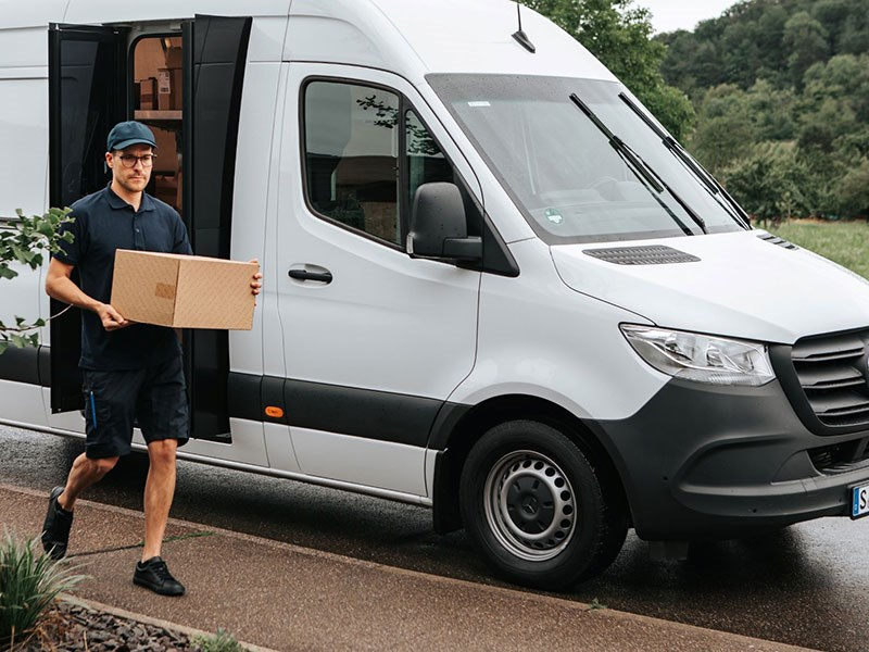 Van Houdt Mercedes-Benz Sprinter met volledig vernieuwde aandrijftechniek en innovatief 'Speed Delivery Door'-deursysteem