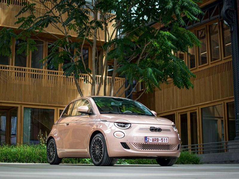 De Fiat New 500 3+1 is ideaal voor stadsgebruik en combineert glamour en typisch Italiaans design met verbazingwekkende functionaliteit.
